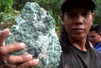 Khasiat Batu Giok Kalimantan