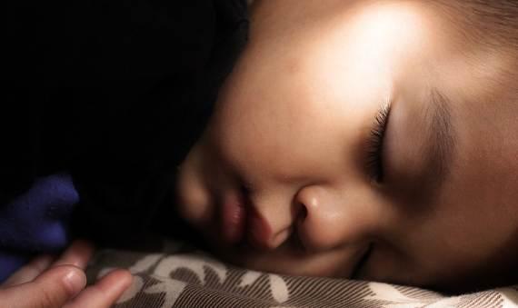 7 Cara Efektif Membuat Anak Tidur Di Kamar Sendiri Dengan Cepat