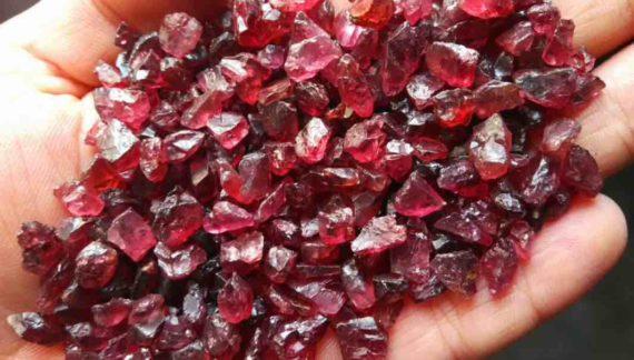 Batu Garnet