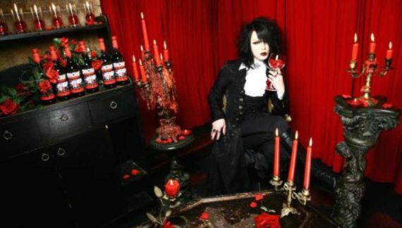 Kafe Vampir, Jepang
