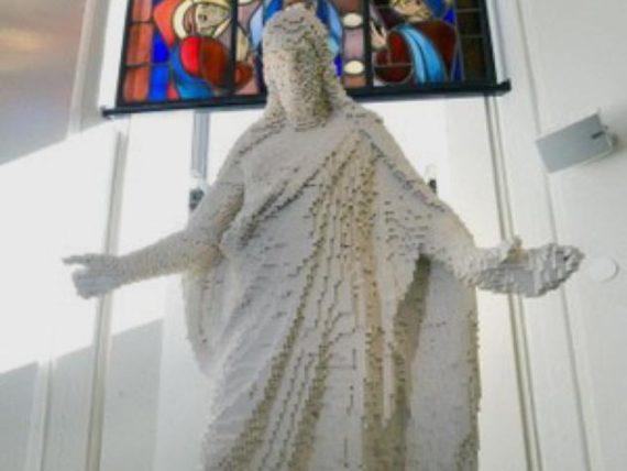 Patung Jesus Dari Lego