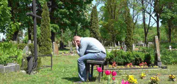 Mimpi Tersesat di Kuburan