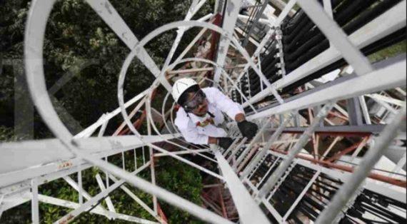 Pemanjat Menara Komunikasi