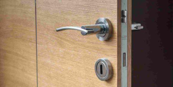 Pintu Kantor