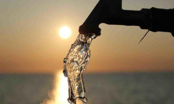 Menumpahkan Air Putih