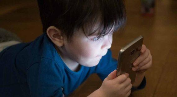 Bahaya Anak Dibawah Umur Bermain Smartphone