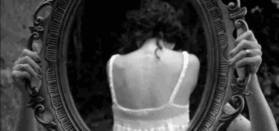 Bayangan Cermin Seram