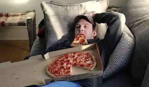 Makan Sambil Tidur