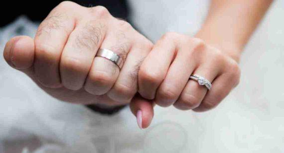 Arti Mimpi Memakai Cincin Couple