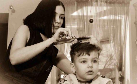 Arti Mimpi Memotong Rambut Anak