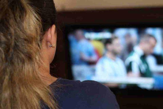 Menonton Terlalu Lama Dapat Menyebabkan Gangguan Kesehatan