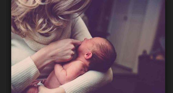 Arti Mimpi Menggendong Bayi Laki-Laki